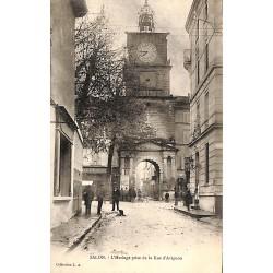13 - Bouches-du-Rhône [13] Salon-de-Provence - L'Horloge prise de la Rue d'Avignon.
