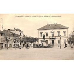 ABAO 42 - Loire [42] Feurs - Place de l'Hôtel de Ville et Statue du Colonel Combes.