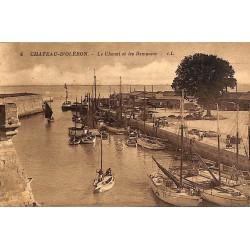 17 - Charente-Maritime [17] Château d'Oléron - Le Chenal et les Remparts.
