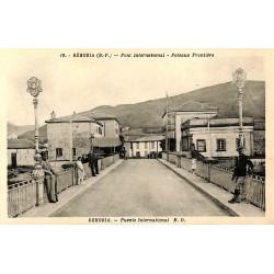 ABAO 64 - Pyrénées Atlantiques [64] Béhobia - Pont international. Poteaux frontière.