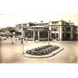 03 - Allier [03] Vichy - La Nouvelle Poste et la Gare routière.