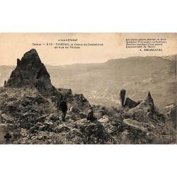 ABAO 15 - Cantal [15] Thiézac - Le Chaos de Casteltinet et vue de Thiézac.