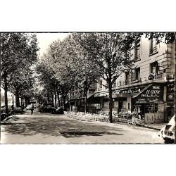 ABAO 75 - Paris [75] Paris 18 - Tabac Le Celtic et rue de La Chapelle.