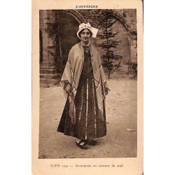 ABAO 63 - Puy-de-Dôme [63] Auvergnate en costume du pays.