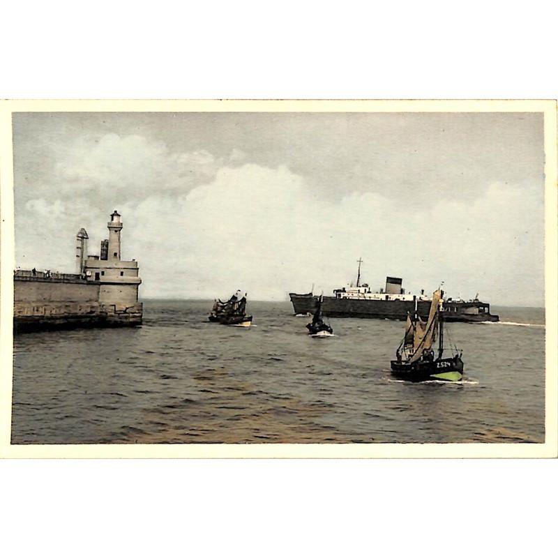 Flandre occidentale Zeebruges - Trafic marin au bout du Môle.