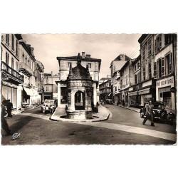 ABAO 17 - Charente-Maritime [17] Saint-Jean-d'Angely - La Fontaine du Pilori.