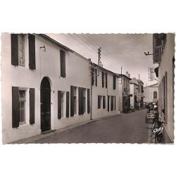 ABAO 17 - Charente-Maritime [17] Île de Ré - Le Bois. Le Clos Marin, rue de l'Eglise.