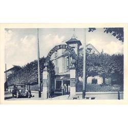 ABAO 77 - Seine-et-Marne [77] Barbizon - Entrée de l'Hôtel Bellevue.