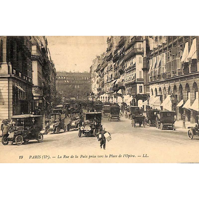 ABAO 75 - Paris [75] Paris 02 - La Rue de la Paix prise vers la Place de l'opéra.