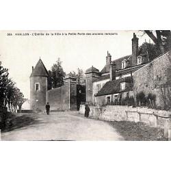 ABAO 89 - Yonne [89] Avallon - L'Entrée de la ville à la Petite Porte des anciens remparts.