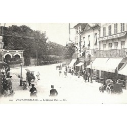 77 - Seine-et-Marne [77] Fontainebleau - La Grande Rue.