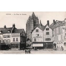 ABAO 60 - Oise [60] Noyon - La Place du Chevalet.