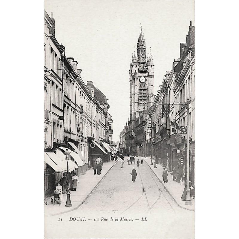 ABAO 59 - Nord [59] Douai - La Rue de la Mairie.