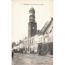 80 - Somme [80] Doullens - Rue du Bourg et Beffroi.
