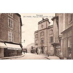 63 - Puy-de-Dôme [63] Thiers - Place de l'Hôtel de Ville.