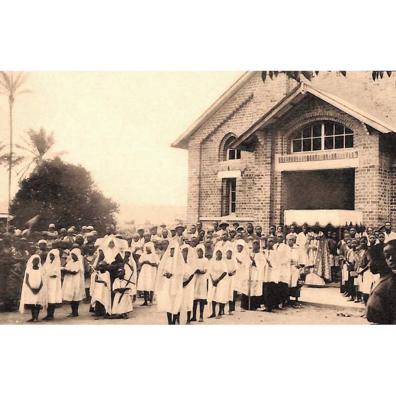 Congo Nsona-Mbata - Mission des filles de la Charité. La Procession.
