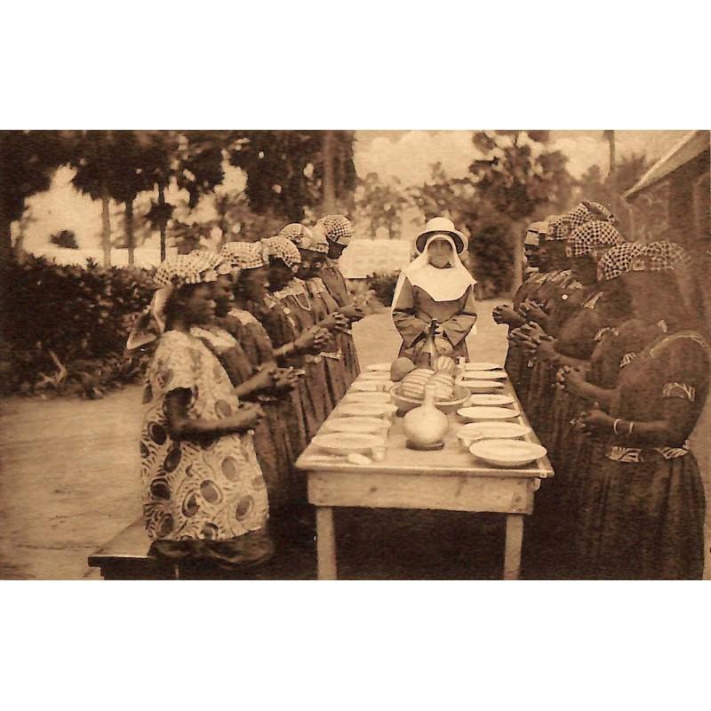 ABAO Congo Kimwenza - Prière avant le repas.