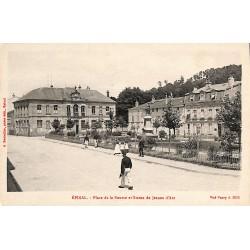 88 - Vosges [88] Epinal - Place de la Bourse et Statue de Jeanne d'Arc.