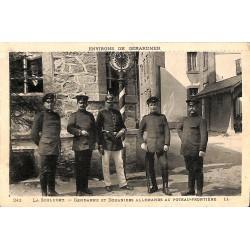 88 - Vosges [88] Le Valtin - La Schlucht. Gendarme et douaniers allemands au poteau-frontière.