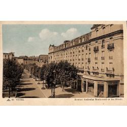 ABAO 88 - Vosges [88] Vittel - Avenue Ambroise Bouloumié et les Hôtels.