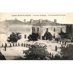 ABAO 17 - Charente-Maritime [17] Ile de Ré. Saint-Martin - Intérieur du Bagne. La Promenade des forçats.