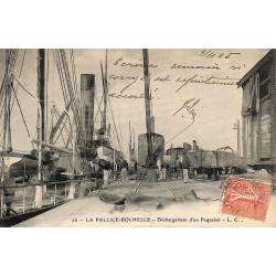 ABAO 17 - Charente-Maritime [17] La Rochelle - La Pallice-Rochelle. Déchargement d'un Paquebot.