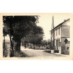82 - Tarn-et-Garonne [82] Durfort-Lacapelette - La Poste et la Mairie.