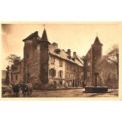 ABAO 15 - Cantal [15] Salers - Vieilles Maisons sur la Grande Place. (2)