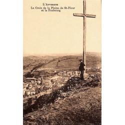 ABAO 15 - Cantal [15] Saint-Flour - La Croix de la Plaine de St-Flour et le Faubourg.