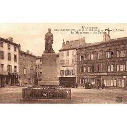 """ABAO 15 - Cantal [15] Saint-Flour - Place d'Armes. Le Monument """"Au Poilu""""."""