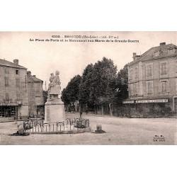 43 - Haute Loire [43] Brioude - La Place de Paris et le Monument aux Morts de la Grande Guerre.