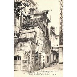 ABAO 64 - Pyrénées Atlantiques [64] Bayonne - Passage Sainte-Catherine. Vieille rue datant du XVe siècle.