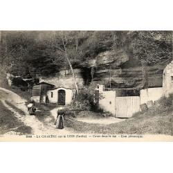 72 - Sarthe [72] La Chartre-sur-Loir - Caves dans la rue.