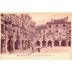 ABAO 82 - Tarn-et-Garonne [82] Montauban - Un Angle de la Place Nationale.