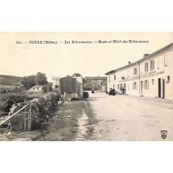 69 - Rhône [69] Poule - Les Echarmeaux. Route et Hôtel des Echarmeaux.
