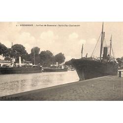 ABAO 17 - Charente-Maritime [17] Rochefort-sur-Mer - Le Port de Commerce. Sortie d'un Charbonnier.