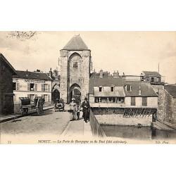 77 - Seine-et-Marne [77] Moret - La Porte de Bourgogne ou du Pont (côté extérieur).