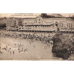 ABAO 64 - Pyrénées Atlantiques [64] Biarritz - A la grande Plage. Marée montante.