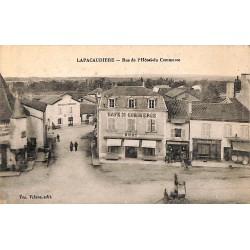 ABAO 42 - Loire [42] La Pacaudière - Rue de l'Hôtel du Commerce.