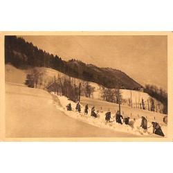 73 - Savoie [73] Tamie - Abbaye de Tamie. Les moines ouvrant la route dans la neige.