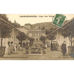 ABAO 07 - Ardèche [07] Vals-les-Bains - Cour des Bains.